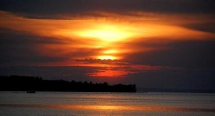båt mot solen.jpg